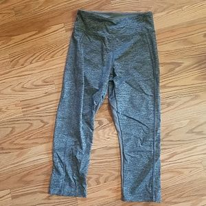 Gray cropped leggings